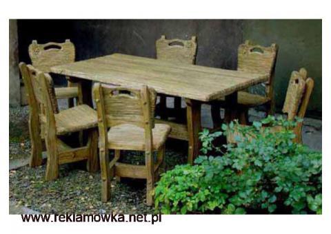 Meble w starym stylu - stół i krzesła
